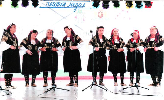"""Женската група за автентичен фолклор от Белчин с ръководител Менка Гирова завоюва златен медал на Първия балкански фестивал """"Неделино – 2013"""". Фестивалът се състоя на 7 септември, но съобщението за […]"""