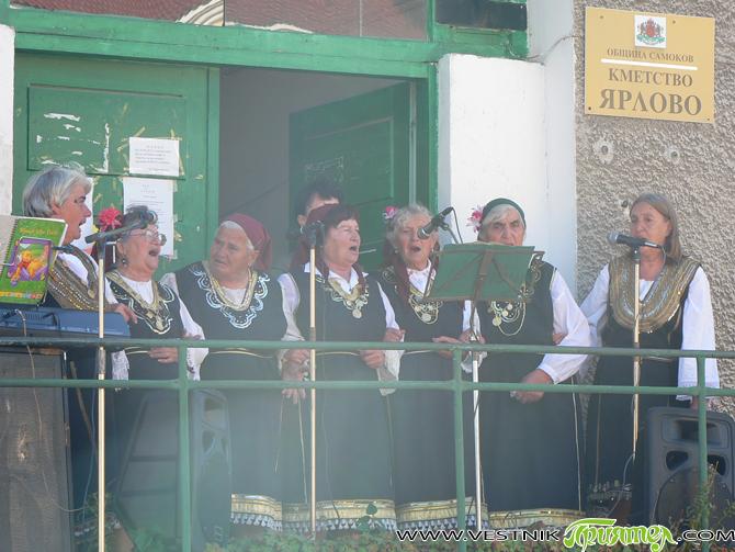 На домакините гостуваха музика от Самоков и певици от Алино, водени от Момчил Чалъков, секретар на читалището в селото. Изяви се, разбира се, и местната женска фолклорна група. Тържеството бе […]