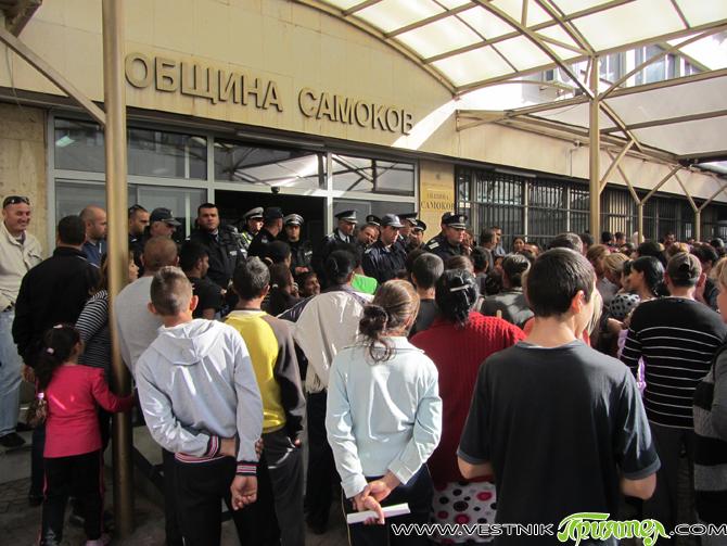 На среща на кмета Владимир Георгиев с представители на жителите на Седми квартал стана ясно, че те искат законен ток и са съгласни да плащат изразходваното електричество. Работната среща се […]