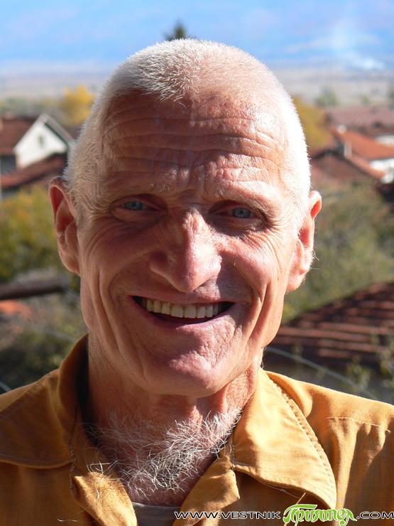 Тодор Дишлийски от Ярлово е невероятен оригинал. Известен е с многобройните щъркелови гнезда в своя двор в селото, които специално е издигнал на високи железни пилони. Може с часове да […]