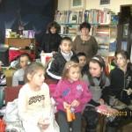 Малчугани празнуваха в библиотеката