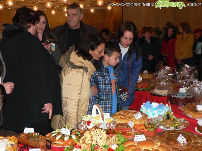 При голям интерес премина петата традиционна изложба–базар на кулинарни произведения, организирана по случай Деня на родилната помощ от самоковската структура на Жени-ГЕРБ. Хора и фирми бяха сътворили красиви торти, сладкиши, […]