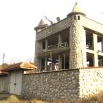Знатен строител и дарител изгражда замък, благодари на Общината