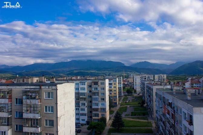 """Електричеството на най-големия квартал в града ни – """"Самоково"""", спря и за около час хилядите самоковци в неговите предели останаха на тъмно. Дори и в момента в някои части на […]"""