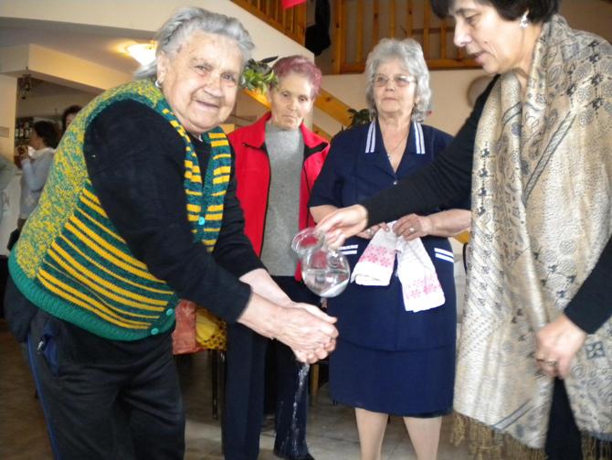 """Около 90 жени празнуваха Бабинден в клуба на пенсионера в кв. """"Самоково"""". Радка Хаджилазова разказа за празника, рецитира стихове, сподели спомени. Беше възпроизведен обичаят """"Бабуване"""". На най-възрастната – Стойна Шакалова, […]"""
