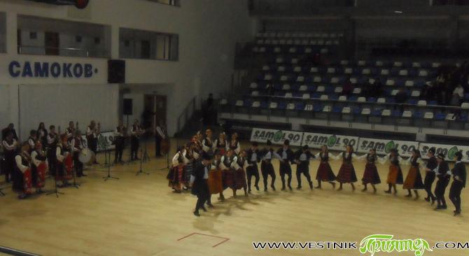 """С концерт на ансамбъла за народни песни и танци """"Пазарджик"""" бе честван навръх 3 март в Самоков националният ни празник. С чудесните си изпълнения на тракийски, родопски, северняшки, добруджански, македонски […]"""