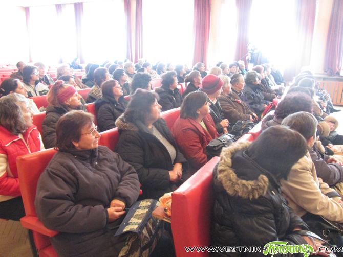 """Общо 332 часа ще се обучават 76 жени в """"МБАЛ-Самоков"""" за болногледачи. Начинанието е в изпълнение на проекта на КНСБ """"Шанс за работа"""". На 10 март жените подписаха договори и […]"""
