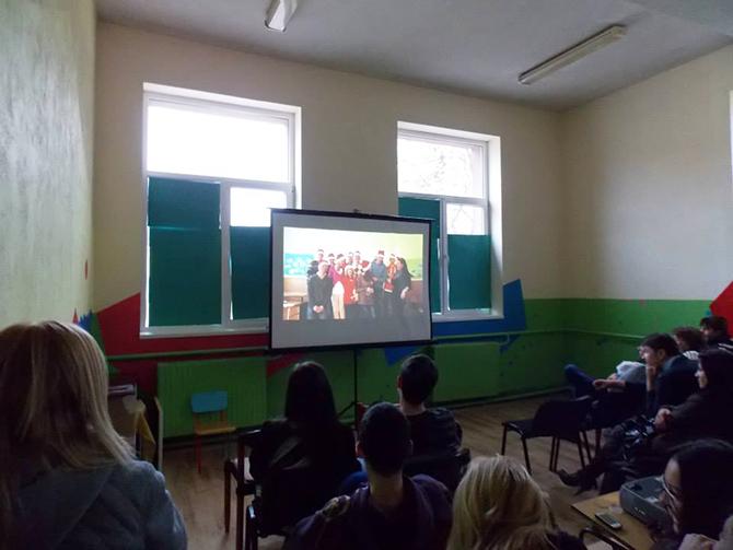 """Представители на Младежкия парламент в града ни прожектираха филм за живота на младите хора с работното заглавие """"Заедно в час"""". В специално помещение, отстъпено любезно от домакините на обновения наскоро […]"""