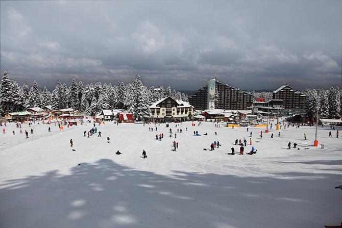 """Българските курорти Боровец и Банско попаднаха сред 10-те най-добри ски дестинации в Източна Европа, показва публикация на известния немски вестник """"Билд"""", чиито редактори се обърнали за съответната подборка към туристическа […]"""