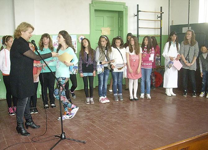 """По инициатива на ученици от прогимназията на 28 март в ОУ """"Св. св. Кирил и Методий"""" се състоя тържество, посветено на таланта. Ученици от 5, 6 и 7 клас поднесоха […]"""