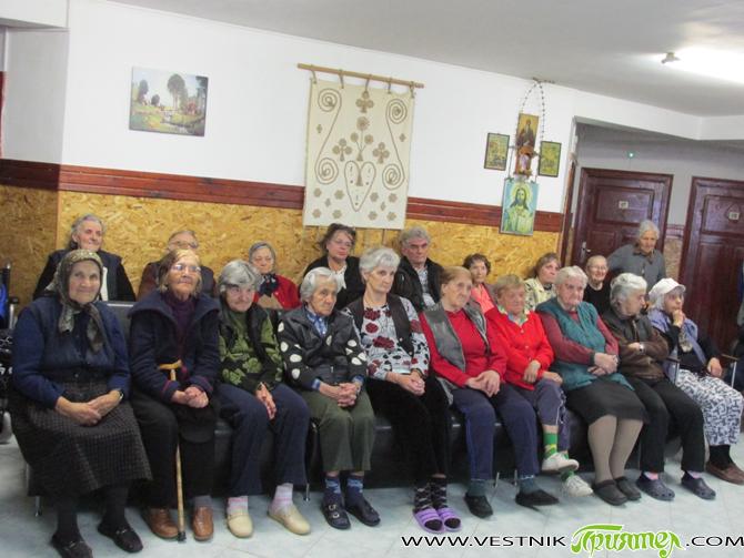 """В навечерието на Великден, на 16 април, Домът за стари хора """"Сем. д-р Калинкови"""" бе посетен от кмета Владимир Георгиев. Той поздрави сърдечно домуващите. Те бяха почерпени и с козунаци […]"""