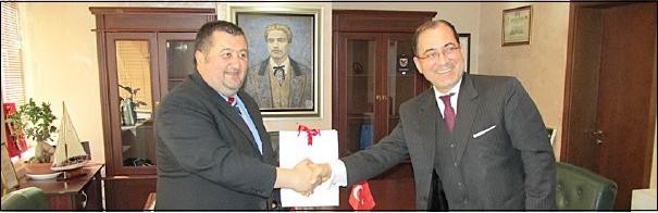 В нашата Софийска област гостува посланикът на Турция Сюлейман Гьокче. Той бе посрещнат от областния управител Емил Иванов. Двамата разговаряха за бъдещо побратимяване на български и турски общини, както и […]