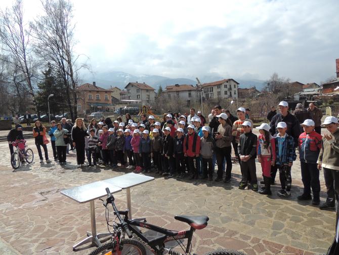 Общоселско спортно състезание се състоя в Говедарци на 29 март. Лошото време не попречи на млади и стари да се включат в надпреварата. При майсторското управление на велосипед призьори станаха: […]
