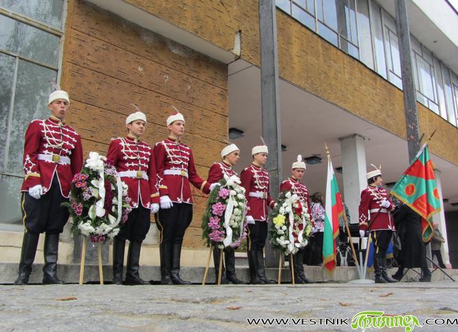 Двойният празник – 69-годишнината от победата над фашизма и Деня на Европа, бяха тържествено чествани на самия 9 май пред паметната стела на Военния клуб /ДНА/ на загиналите самоковски воини […]