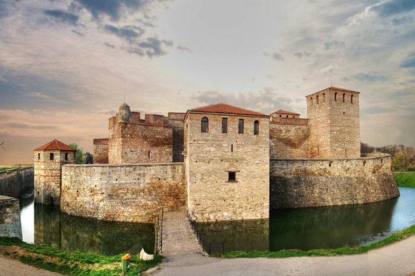 """От 16 до 18 май клубът на туристите-ветерани към пенсионерския клуб """"Белият Дунав"""" във Видин организира """"Среща край стария замък"""", посветена на туристите-ветерани от цялата страна. От Самоков за празника […]"""