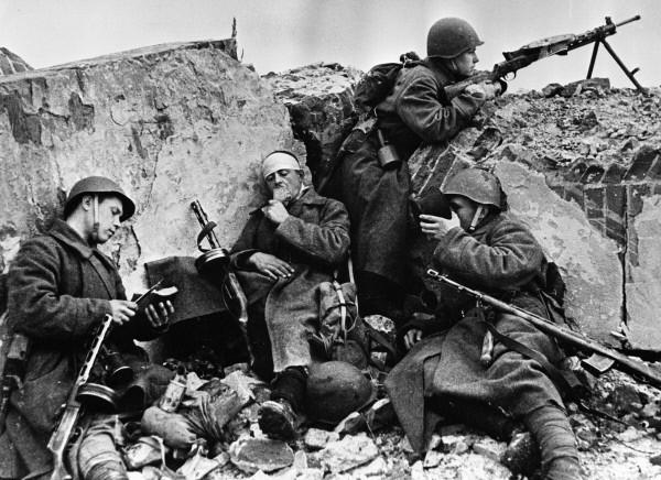 Девети май – Ден на победата над фашизма Посвещавам на моя прадядо Петре Как започна всичко? Всичко започна в един час по история… Поредният обикновен учебен ден. Отново същите скучни […]