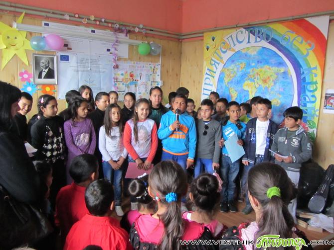 """49 години от откриването на НУ """"Д-р Петър Берон"""" празнуваха на 2 май ученици, преподаватели и родители. Гл. учител Гергана Змийчарова поздрави събралите се. Децата, подготвени отлично, разказаха за развитието […]"""