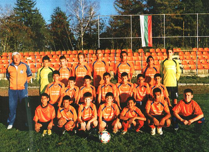 """Футболистите на """"Рилски спортист-2011"""" спечелиха шампионата в областната група за деца, родени през 1999 г. Отборът завърши с 30 точки и голова разлика 66:17. Втори е """"Спортист"""" /Своге/ с 22 […]"""