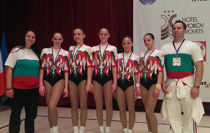"""Състезателки по спортна аеробика на клуб """"Самоков"""" спечелиха златни медали на международния турнир за деца, юноши и девойки, състоял се в Боровец в началото на май. В ГР 15-17 години […]"""