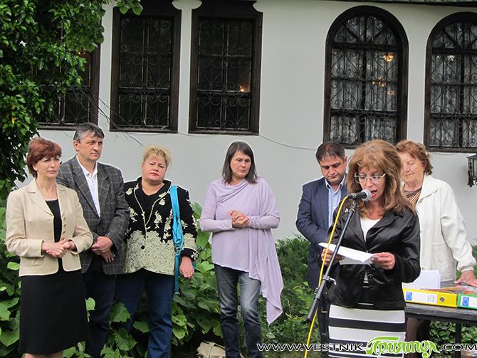 """В неповторимата атмосфера на Сарафската къща на 6 юни официално бе закрит в рамките на общината националният ученически конкурс """"Не се гаси туй, що не гасне"""". Конкурсът, състоял се за […]"""