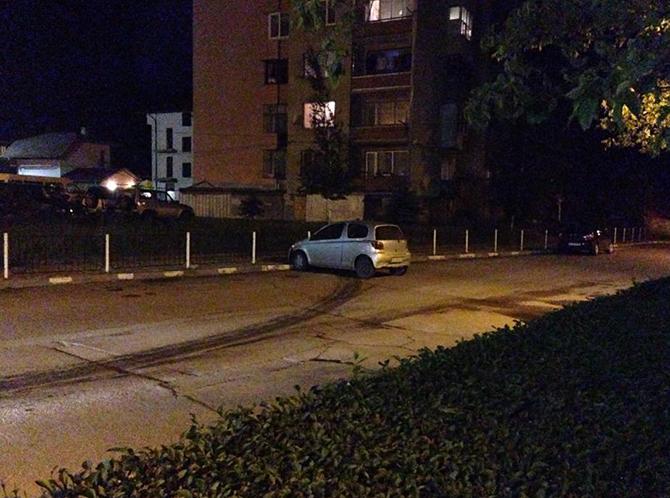 """Лек автомобил """"Тойота"""", управляван от 17-годишен жител на Панчарево, се е ударил в указателна табела на главната улица в Самоков. Инцидентът станал на 14 юни късно вечерта, в 22.20 ч. […]"""