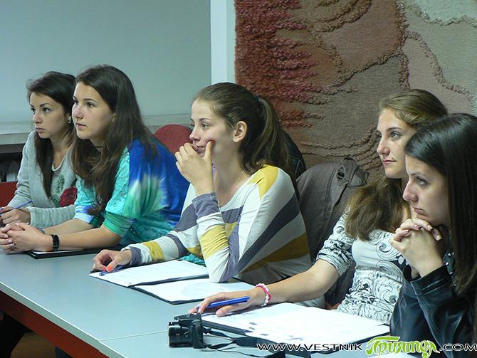 Две години ученици от Професионалната гимназия по туризъм в Самоков и Гимназията по изкуствата в Загреб, столицата на Хърватия, работят заедно по проект. Ръководители на проекта от наша страна са […]