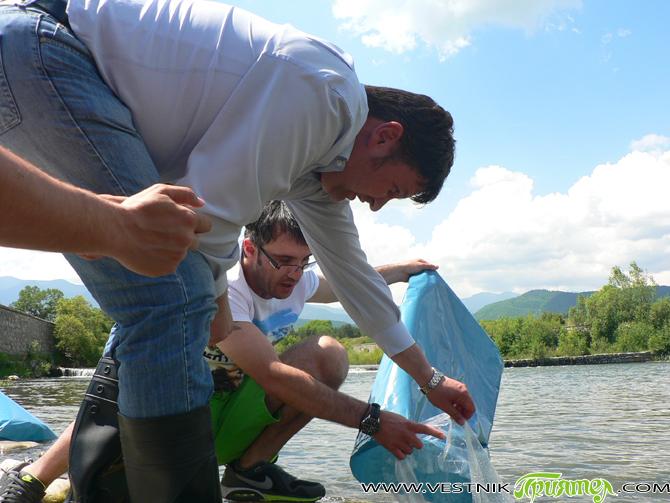 По инициатива на кмета Владимир Георгиев р. Искър бе зарибена на 11 юни с 10 хил. речни пъстърви. Освен кмета, на мястото на пускането в реката на т. нар. балканки […]