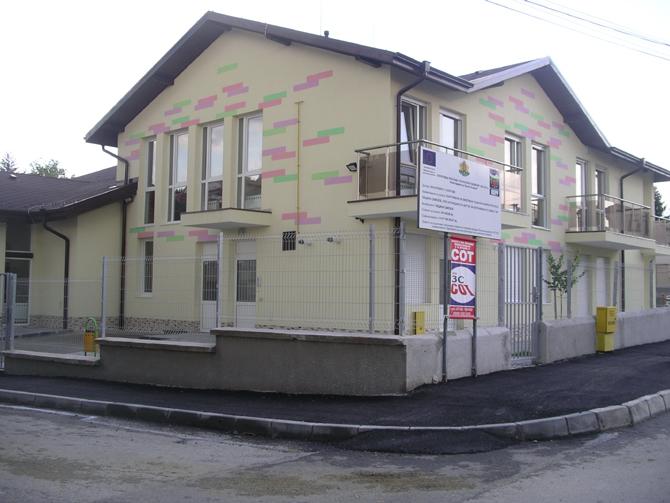 """Завърши работата по проекта """"Изграждане на Център за настаняване от семеен тип на територията на град Самоков"""". Става въпрос за новия комплекс, който е построен в района на бившето училище […]"""