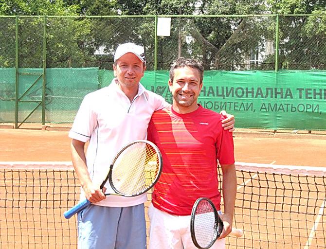 """Най-добрият самоковски тенисист Ивайло Стоянов се размина на косъм с шампионската титла на турнира за ветерани BS Free Open на кортовете на ТК """"Левски"""" в столицата. Състезанието бе поредното от […]"""