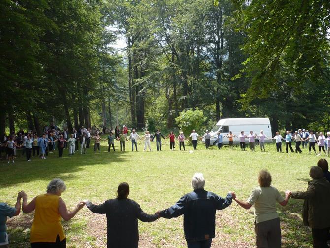 """Традиционният събор на туристите-ветерани от страната се състоя на Предела в събота, на 12 юли. Участвахме и ние – 50 ветерани от Самоков и района. """"Стареем, белеем и все пак […]"""