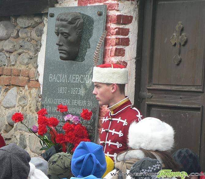 По традиция една от февруарските сбирки на Руския клуб всяка година е посветена на Васил Левски. И винаги пред портрета му има кокичета – знак на огромно преклонение пред личността […]