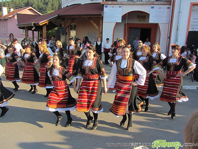 """Пищна фолклорна програма ознаменува традиционния събор в Доспей на 29 юни, Петровден. Танцовият състав """"Рилски ритми"""", детският танцов състав и женската група за автентичен фолклор към местното читалище """"Отец Паисий"""" […]"""