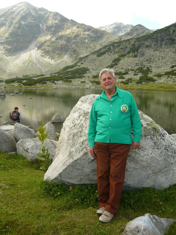 На днешния ден – 12 август, доайенът на туристическата песен Борис Стрински закръгля 85 лета. 45 от тях той е неизменен ръководител и корепетитор на хора на ветераните-туристи при дружество […]