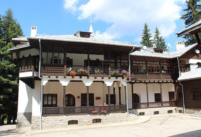 Държавата ще връща имотите на Симеон Сакскобургготски със специален закон. Делата за самите имоти са спрени до постигане на споразумение. Наскоро държавата е поискала от Софийския градски съд да спре […]