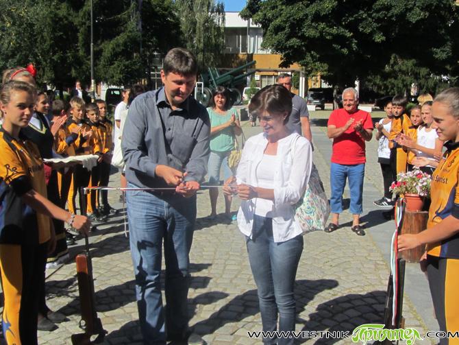 Председателят на родната федерация по биатлон Екатерина Дафовска и кметът Владимир Георгиев откриха тържествено обновено и специално оборудвано помещение в Младежкия дом, което ще се използва като стрелбище от клуба […]
