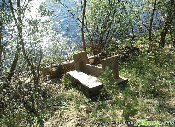 """""""Преди време бяха поставени маси с пейки в района на Лаго. Една от масите беше изместена от първоначалното си място на Учителския бент по посока юг, на 100-тина метра. Преди […]"""