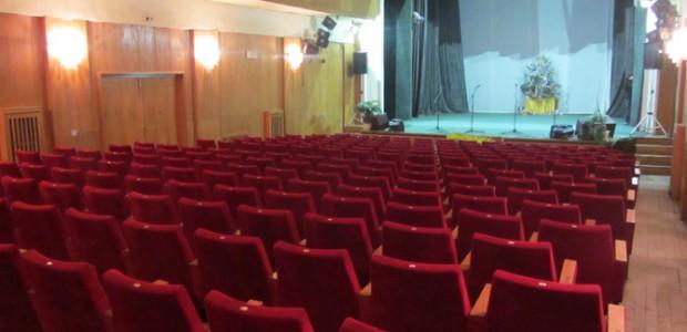 """Театър """"Рогоносци"""" по Жан Батист Молиер с режисьор Йосиф Сърчаджиев представи на 13 март в читалище-паметник """"Отец Паисий"""" Ловешкият драматичен театър. И така, класиката – защо остава винаги жива? Защо […]"""