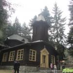 Църквата в Боровец става на 80 години