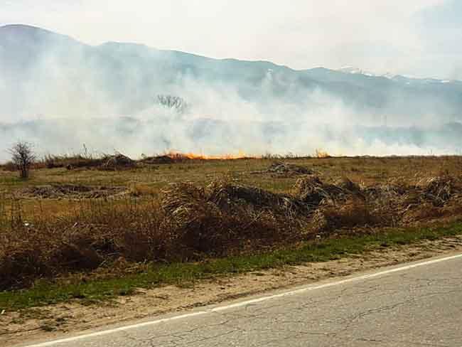Със затоплянето на времето в края на март нарасна и опасността от пожари. Треви и храсти се запалиха край Алино на 2 април. Огънят тръгнал от подпалено стърнище и се […]