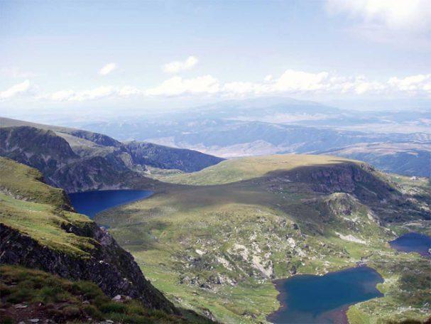Планински спасители са оказали помощ на 54-годишна жена с наранен глезен в района на Седемте рилски езера, информираха от Планинската спасителна служба към Българския червен кръст.Сигналът е бил подаден в […]