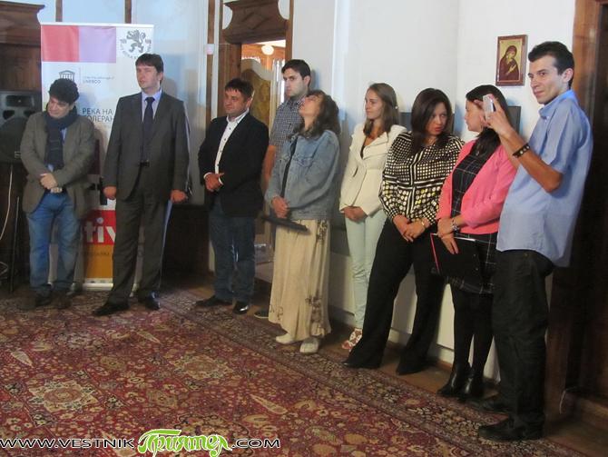 """Над 50 студенти и техни преподаватели от пет балкански държави – Сърбия, Гърция, Турция, Румъния и България, участваха в Третия международен младежки арт фестивал """"Река на толерантността"""", състоял се в […]"""