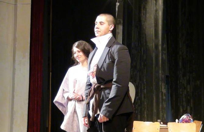 """Младите самоковски актьори Любен Михайлов и Мариян Гребенчарски бяха сред номинираните за награди на Третия национален фестивал на любителските театри """"Театър без граници"""", който се състоя от 20 до 25 […]"""