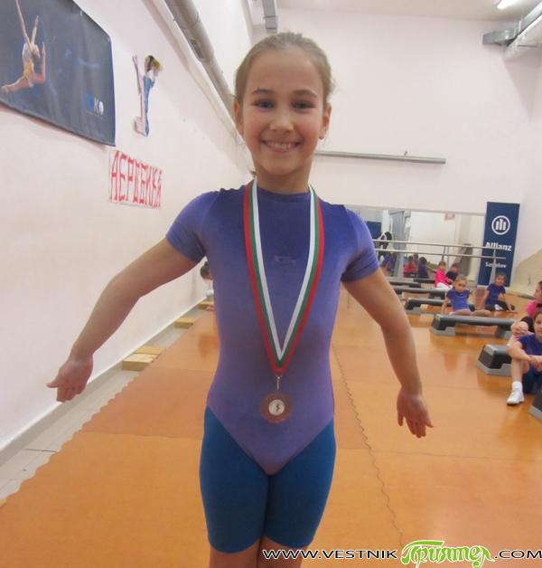 """Шест медала спечелиха представителите на клуба по състезателна аеробна гимнастика """"Самоков"""" на Седемнадесетия национален турнир за деца, юноши, девойки, мъже и жени, състоял се на 11 и 12 октомври в […]"""
