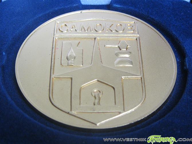 Със златния почетен знак на Самоков по решение на Общинския съвет от 21 май се удостояват по случай 24 май и за резултатната си работа Ани Доганова, гл. учител в […]