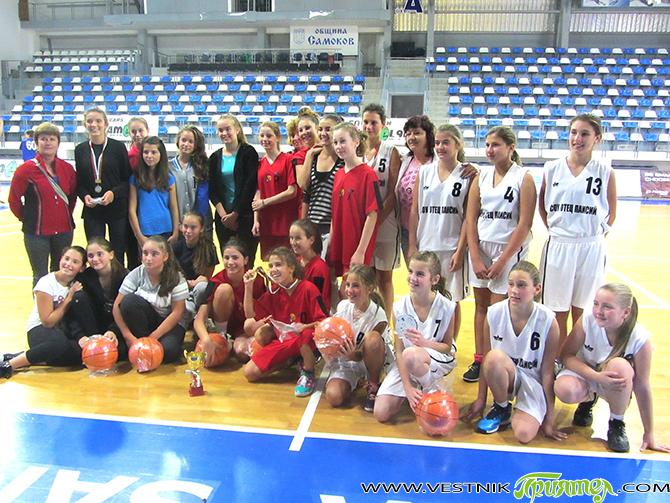 """Отборът на ОУ """"Митрополит Авксентий Велешки"""" излезе първи в баскетболния турнир, а съставът на ОУ """"Св. св. Кирил и Методий"""" пък бе над всички във футболния турнир. Двата турнира бяха […]"""