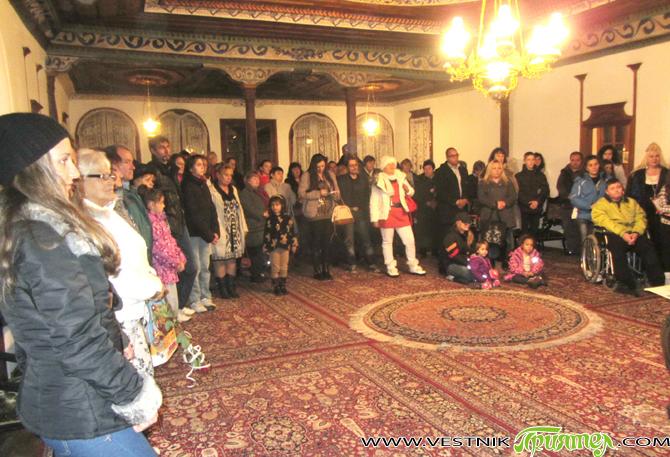 Четвърта самостоятелна изложба живопис откри снощи, 17 ноември, в Сарафската къща младият самоковски художник Иван Шуманов. Пред ценителите на изобразителното изкуство в града ни художникът бе изложил 30 картини /колкото […]