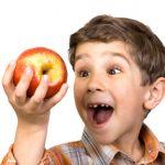 Пакети с плодове и кашкавал за учениците