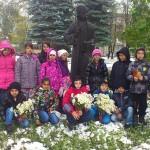 """Ученици от ОУ """"Христо Максимов"""" се поклониха пред паметта на възрожденците"""