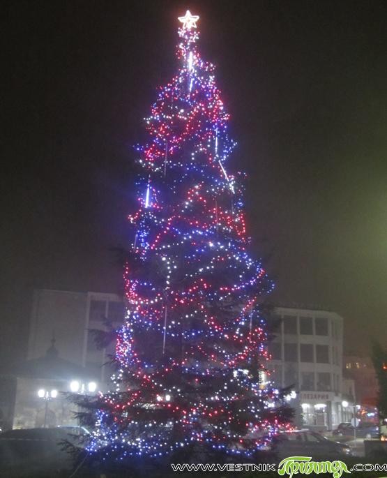 Традиция стана и в нашия град церемониално да се палят светлините на коледната елха в първите дни на декември. От миналата година това се съчетава и с откриването на сезона […]
