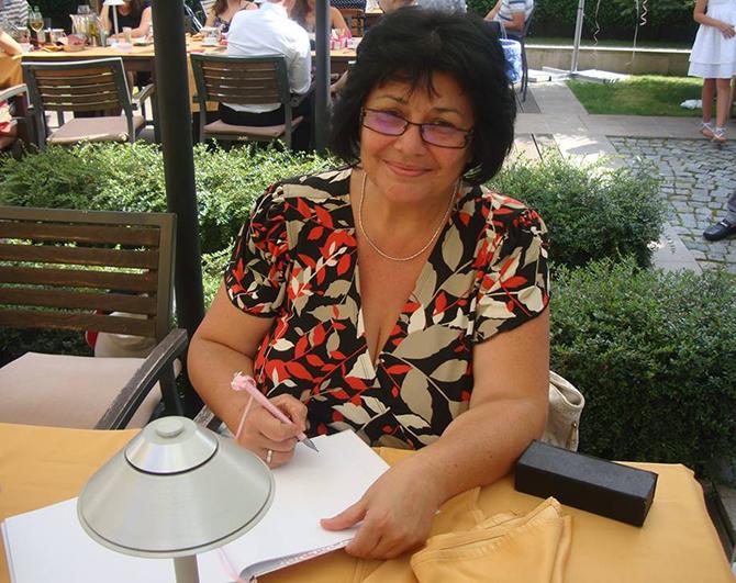 Аз съм… Елена Будинова, управител на Пощенска банка, клон Самоков Мисълта, с която се събуждам сутрин е,… че днес ме чака един усмихнат и позитивен ден. Денят ми обикновено протича […]